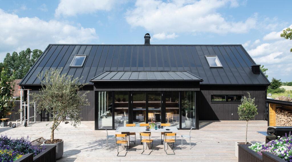 lindab svensk byggplåt solceller solarroof